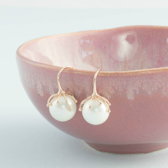 http://www.notonthehighstreet.com/evydesigns/product/rose-gold-and-pearl-tentacle-earrings
