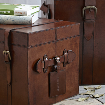 Leather chest with optional luggage tag to personalise