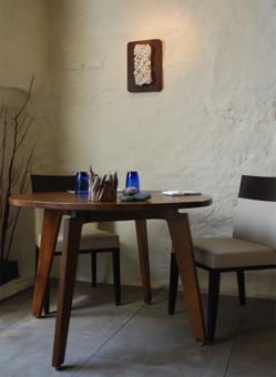 L'enclume dining table