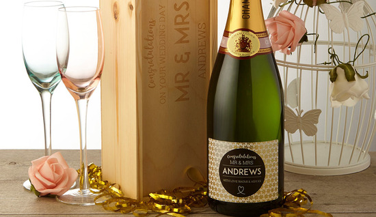 Personalised Champagne gift sets with variety of gift boxes including personalised wooden keepsake boxes