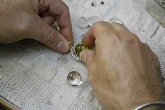 workshop making a lemon quartz ans sterling silver ring