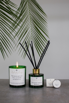 POP - A UK made collection of soy wax candles, oil reed diffusers and lip balms.