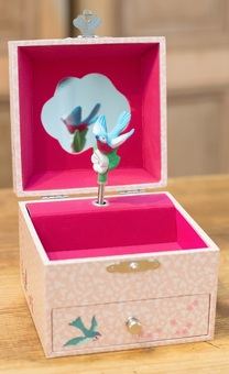 Girls personalised musical jewellery box