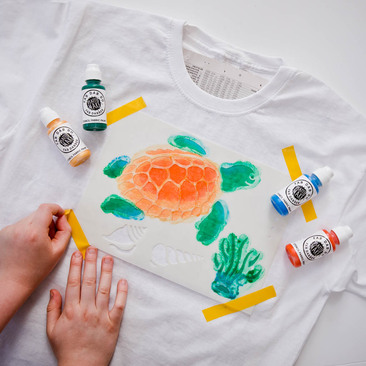 Hand printing a turtle t-shirt