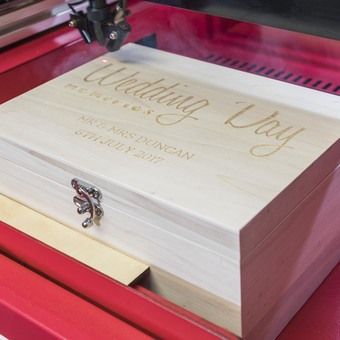 Laser-engraved personalised gifts by Mirrorin