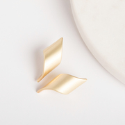 Simple gold curled earrings