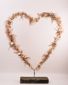 Dried flower heart, dried flower backdrop