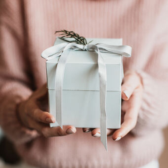coral and moss gift wrapping service