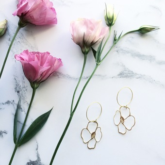 GOLD FLOWER HOOPS